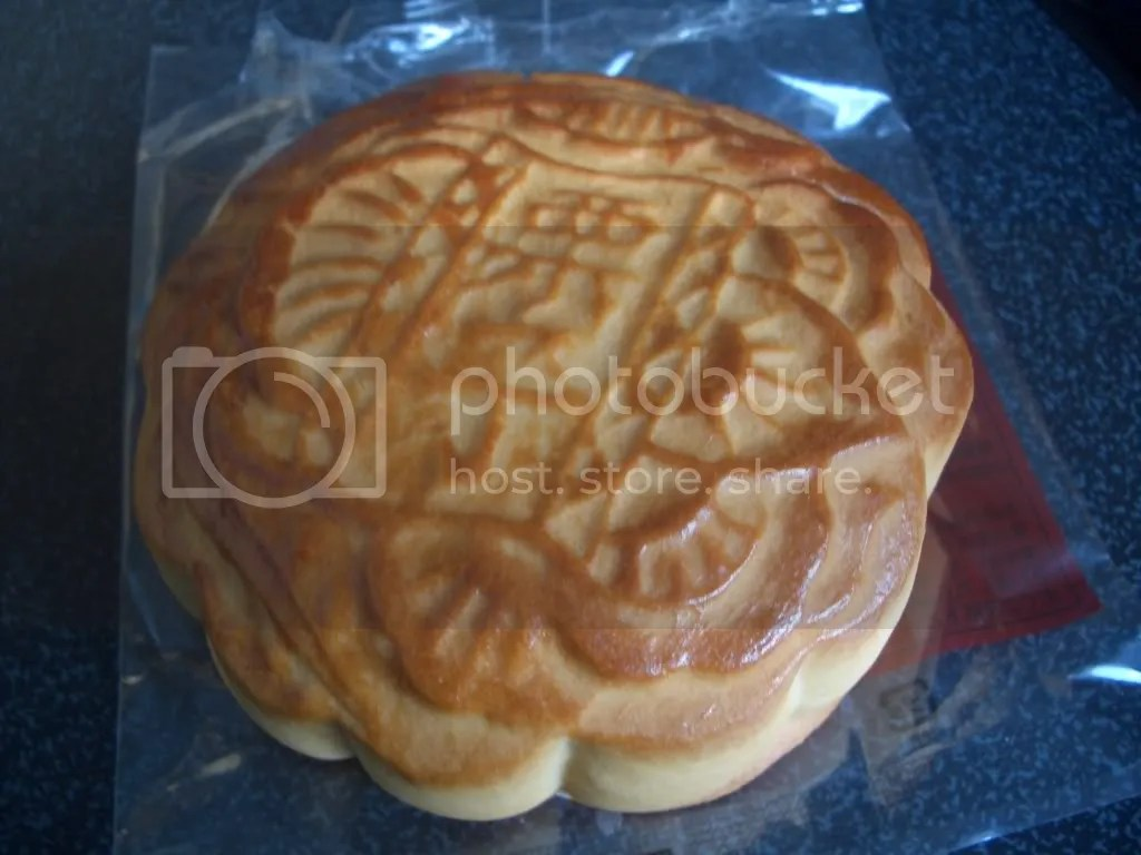 delicious moon cake that I ate the next day. yummy!