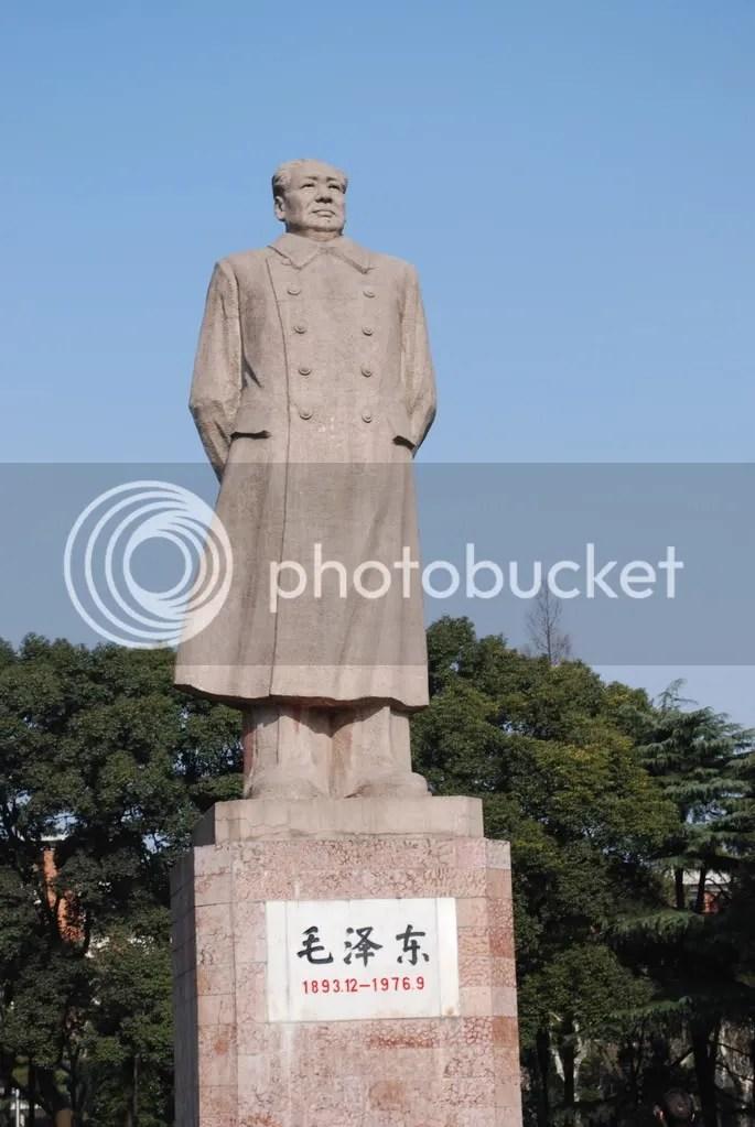 Mao Tsedong statue on Fudan University campus