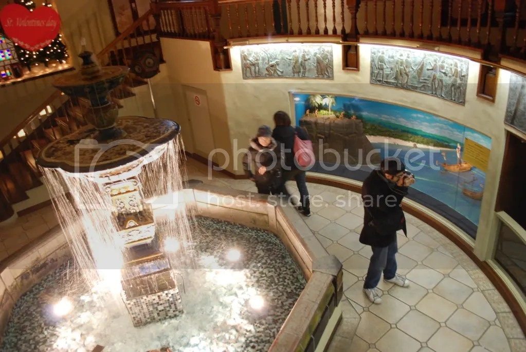 A look at the same room from above. They also had dioramas of the discovery of the new world and a life sized Christopher Columbus model who was speaking perfect Japanese.