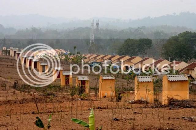 Chỉ có ở Việt Nam mới có nguyên 1 dãy...toilet v�y thôi