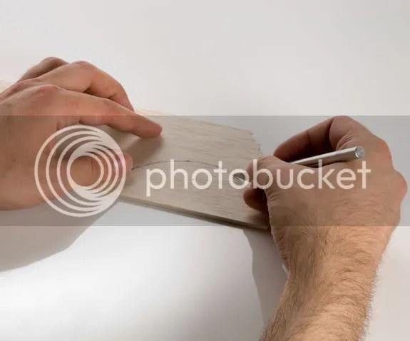 Cắt miếng tôn làm bề mặt phản xạ của Parabol