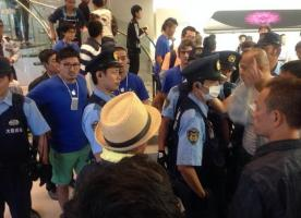 [情報] 中國人在美國紐約買iPhone 6 大鬧NYPD被捕全記錄 - CPLife板 - Disp BBS