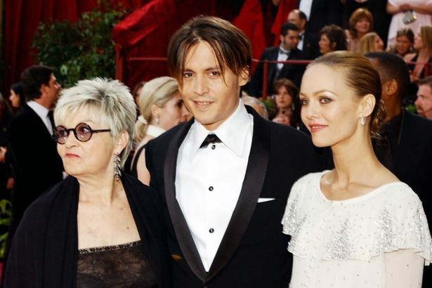 Feb 2004: Johnny Depp attends the Oscars with mother Betty Sue Palmer and girlfriend Vanessa Paradis
