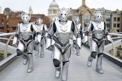https://i1.wp.com/i3.mirror.co.uk/incoming/article264905.ece/ALTERNATES/s615/image-1-for-dr-who-cybermen-take-command-of-london-gallery-460541546.jpg?resize=394%2C262