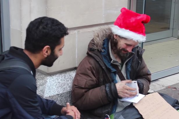 Rambo Vlogs give presents to homeless people for Christmas