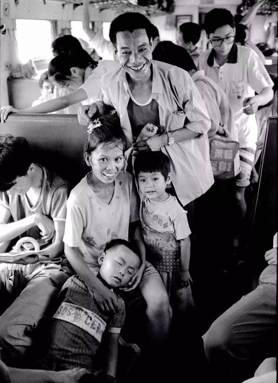 火車上的中國:喧譁躁動甚至雞飛狗跳的故事場 - 壹讀
