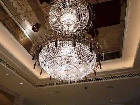 St. Regis Hotel Singapore lobby chandelier