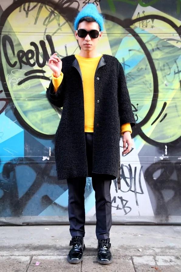Bryanboy standing in fin Södermalm, Stockholm