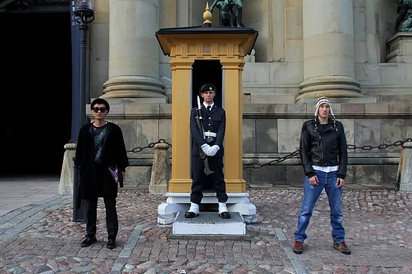 Bryanboy and Fabian with Royal Palace Guard