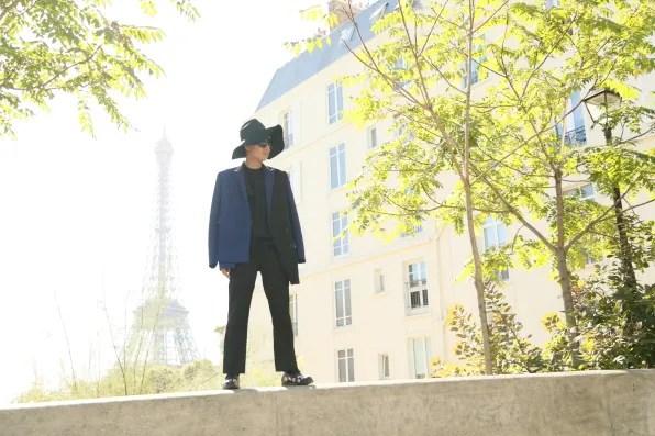 Bryanboy outside the Palais de Tokyo, Paris data-recalc-dims=