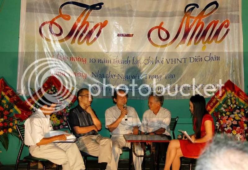 Ở giữa là 3 người bạn cùng làng: Lê Thái Sơn, Nguyễn Trọng Tạo, Cao Xuân Thưởng.