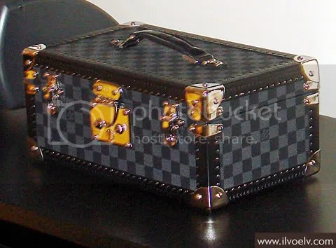 I LVOE LV Exclusive: World's First Damier Graphite Trunk
