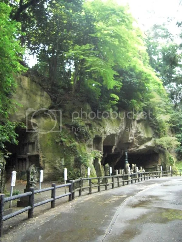 Caves with carvings of kannons