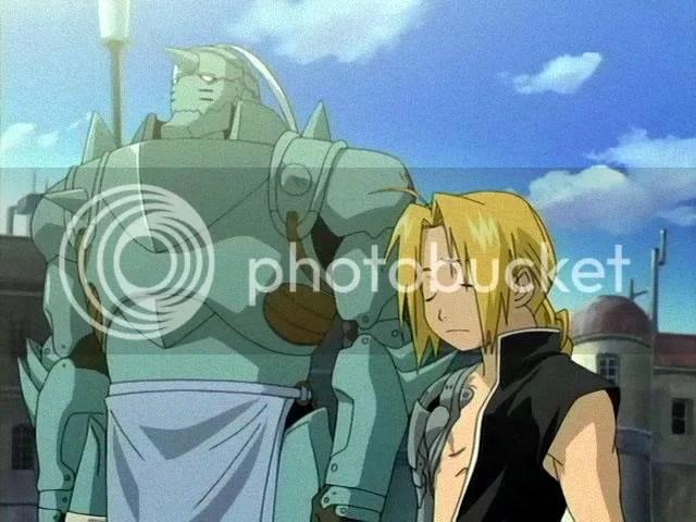 Es curioso que un tipo enfundado en una armadura tan bestia no llame la atencion.