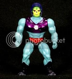 Terror Claw, con garras rojas enormes inclu�das. ¿Para qué querr�a Skeletor un bastón...? Ups.