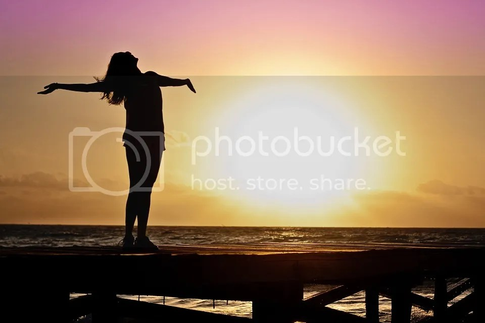 photo woman-591576_960_720_zpsy0foeaf2.jpg