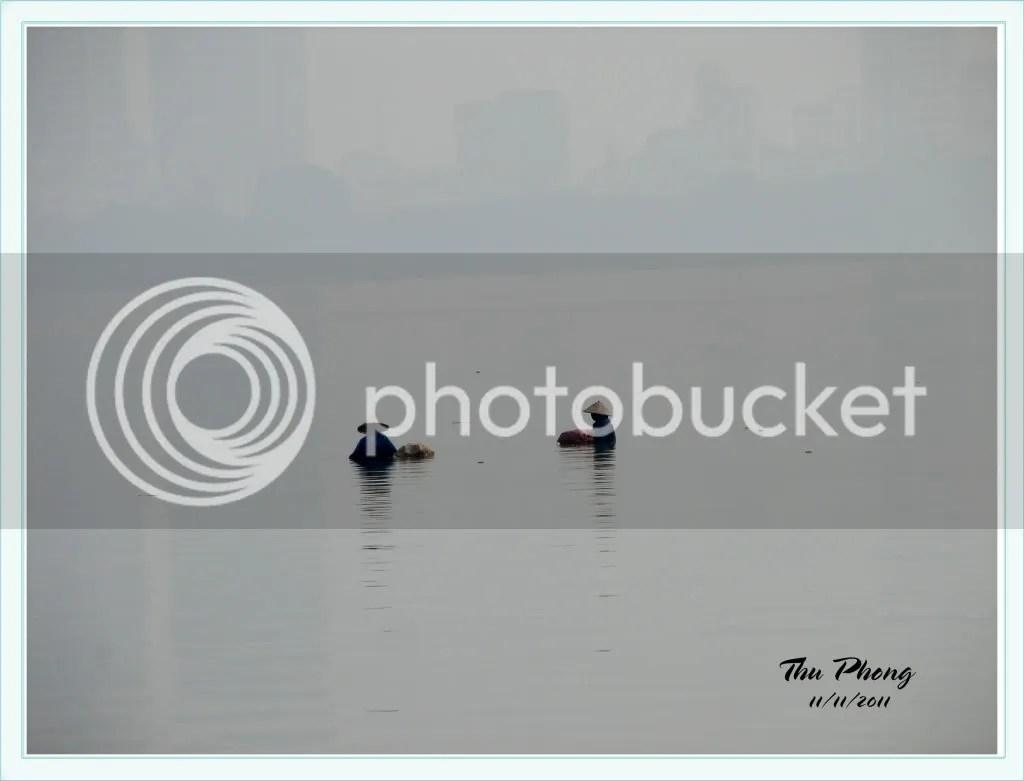 Bắt ốc trên hồ
