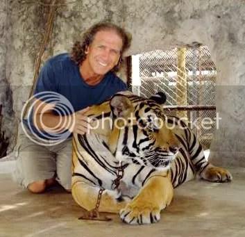 Aajonus and Tiger, two happy carnivores!