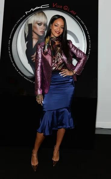 photo RihannaMACCosmeticsLaunchesVivaGlamRihanna3CQK6ZxMeFgl_zpsadeef5fa.jpg