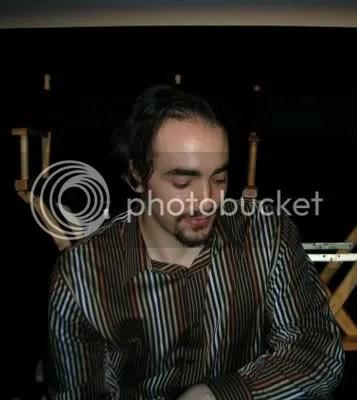 """Peter Joseph Merola en la venta de DVD promocionales tras una de sus primeras proyecciones de """"Zeitgeist: the Movie""""."""