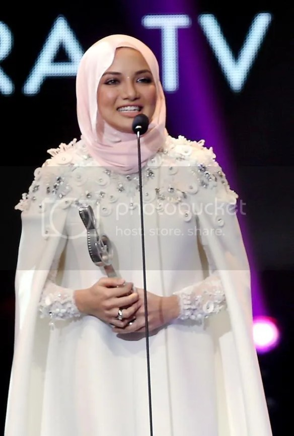 photo neelofa.jpg