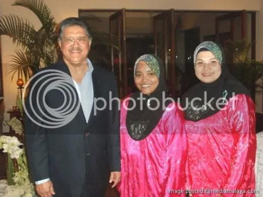 gambar camelia dan suami