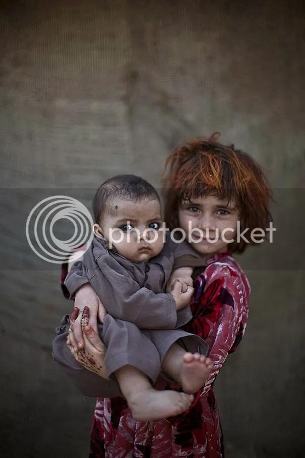 photo afghan-children-refugees-pakistan-muhammed-muheisen-11__605.jpg