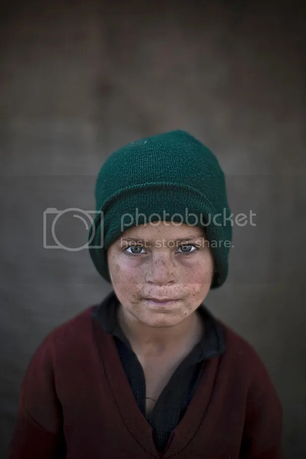 photo afghan-children-refugees-pakistan-muhammed-muheisen-2__605.jpg