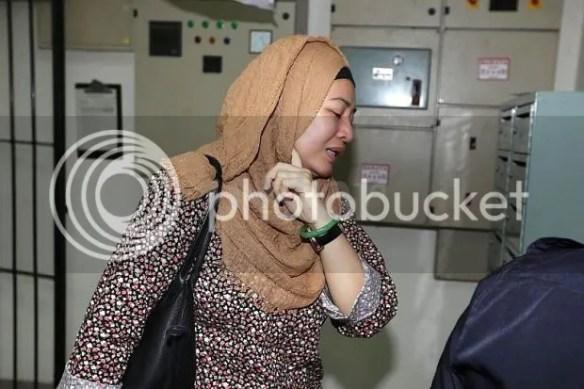 Awie Baling Telefon Ke Dinding Selepas Rozana Tunjuk Foto Beliau Bersama  Wanita Lain 74281bbe21