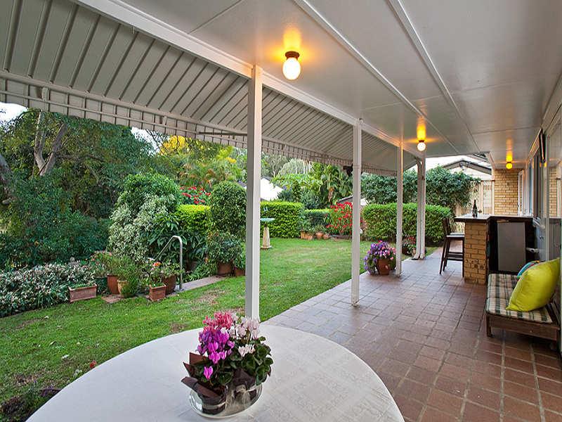 Indoor-outdoor outdoor living design with bbq area ... on Fancy Outdoor Living id=21664