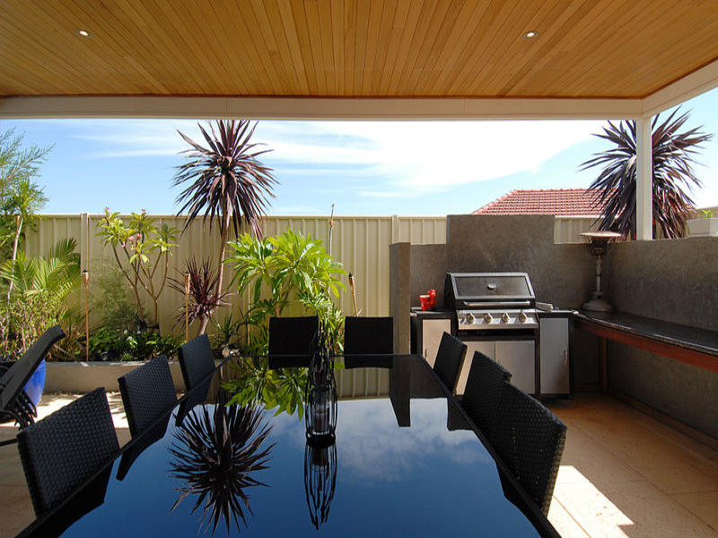 Outdoor living design with balcony from a real Australian ... on Aust Outdoor Living  id=30111