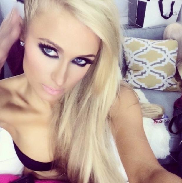 Foto Dan Video Seksi Paris Hilton High Off My Love