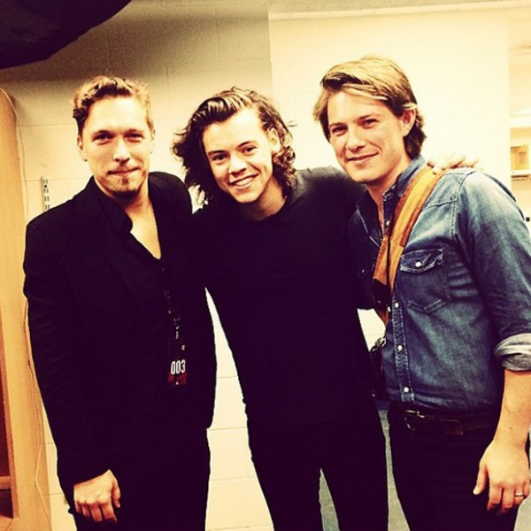 Harry Styles hangs out with Taylor and Isaac Hanson ...