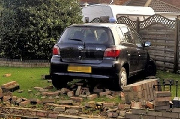 Car crashes through wall and ends up in front garden - Get ...