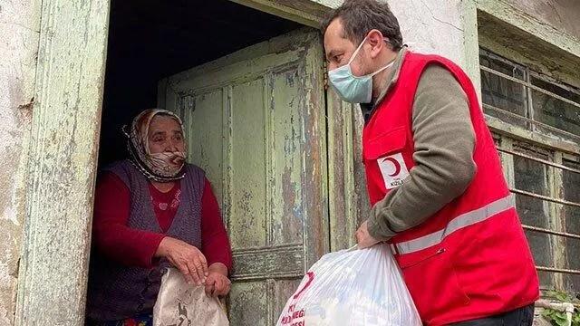 Emre Belözoğlu'ndan Maçka'daki muhtaçlık sahiplerine 80 bin TL'lik yardım! 1