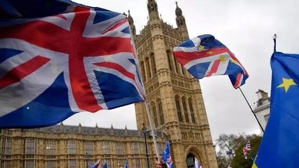 """İngiliz hükümeti """"kurumlar vergisi indiriminde"""" geri adım attı"""