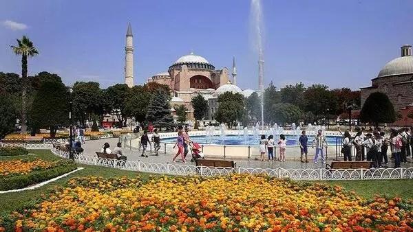 İstanbul'a 10 ayda 12 milyon 690 bin yabancı turist geldi