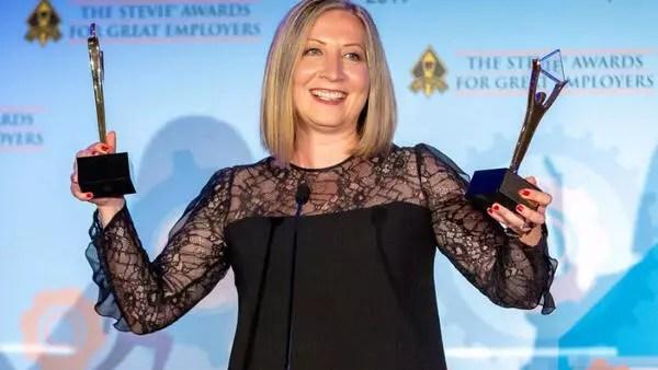 """Stevie Ödüllerinde """"Yılın Kadın Yöneticisi"""" seçildi"""