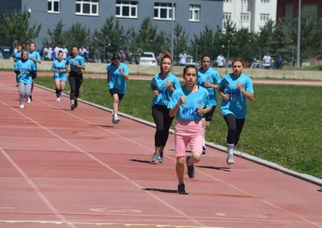 Spor Bilimleri Fakültesi'nde bayıltan sınav! Yardıma sağlık görevlileri koştu 20