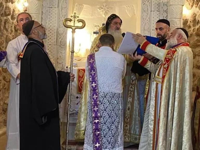 Midyatta Süryani cemaatinden 30 yıl sonra papaz töreni