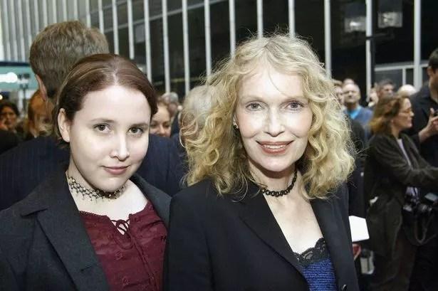Mia Farrow (R) and daughter Dylan Farrow (L)