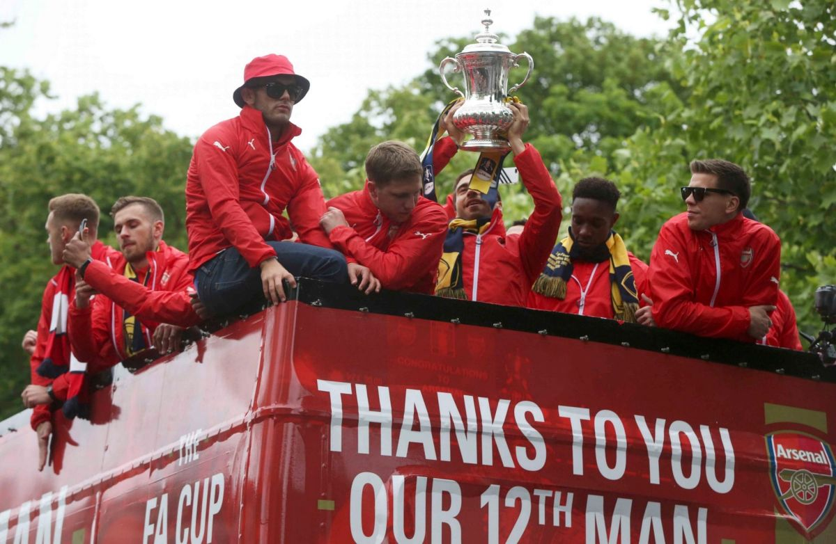 Arsenal players on the bus