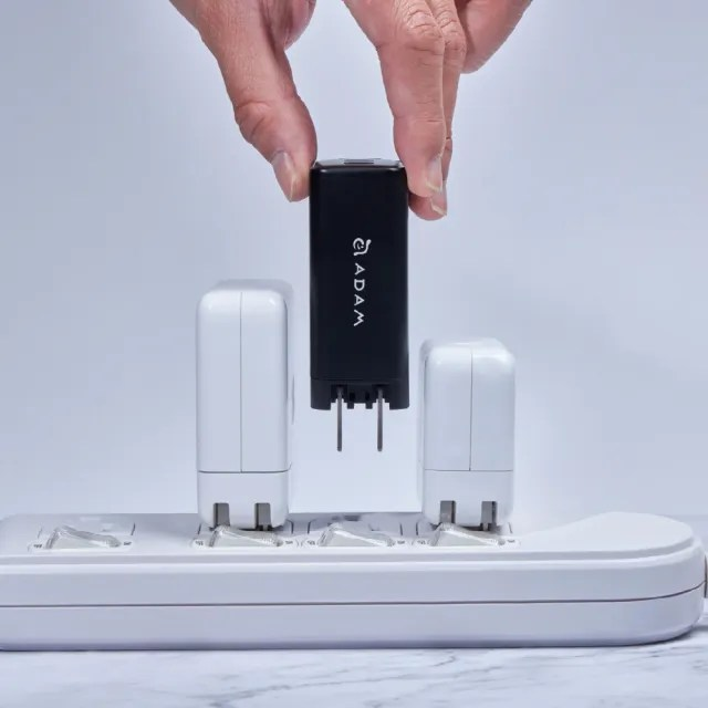 【ADAM 亞果元素】66W 氮化鎵GaN 三孔 PD/QC OMNIA X6i迷你快速充電器(附贈萬國轉接頭)