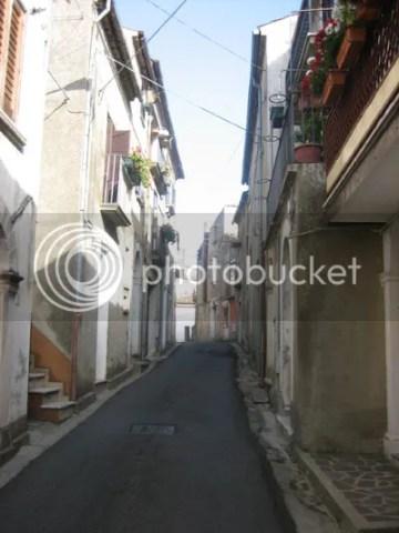 narrow streets of Italy