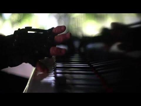 'Bionic gloves' bring back Bach for injured pianist