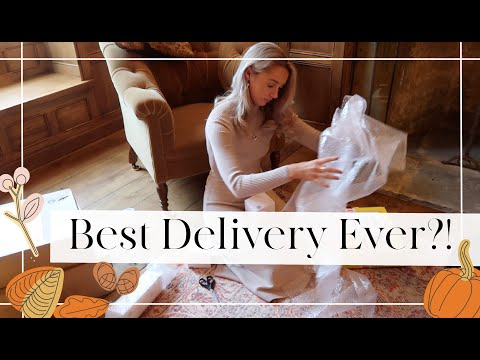 THE BEST DELIVERY EVER?! // Christmas in the Drawing Room // Fashion Mumblr Vlogs