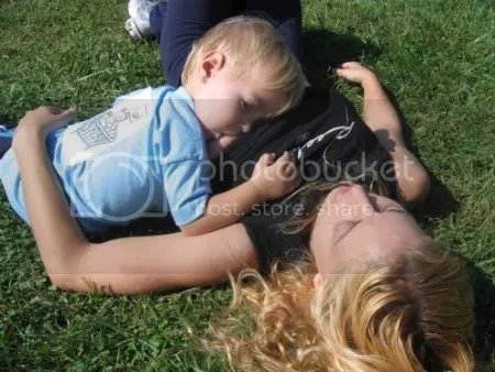 TETA. Stephanie Knapp Muir alimentando a su nene.