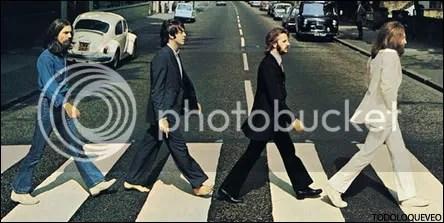 George el sepulturero, Paul el muerto, Ringo el deudo y John el sacerdote.