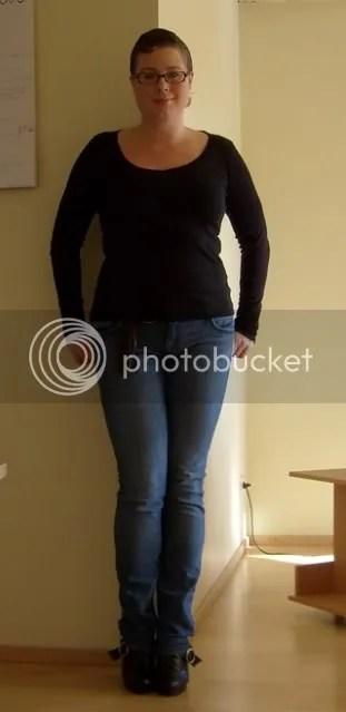 Jeans: GinaTricot, Tröja: Terranova, Skärp: Second hand