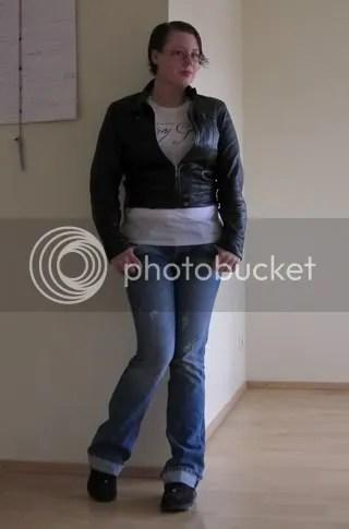 Torsdagen; Jeans: Zara, T-shirt och skinnjacka: Second hand